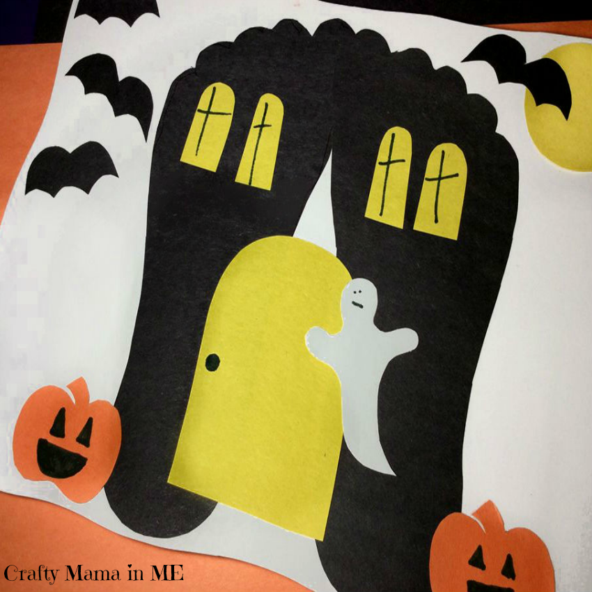 Are you looking to  decorate the house for Halloween?  Be sure to make this cute Footprint Haunted House for Halloween with your kids this year.